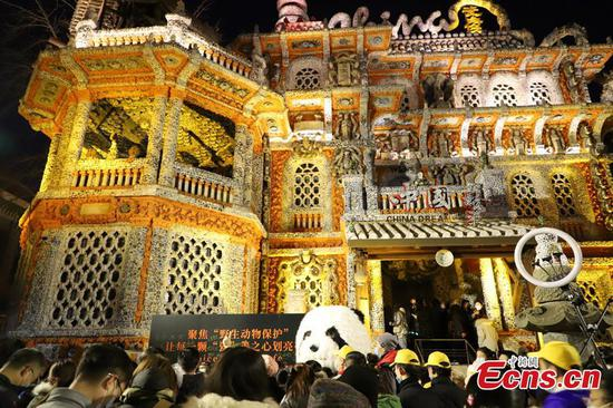 'Porcelain House' in Tianjin offers free night tour