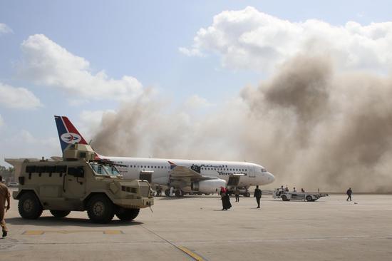在也门南部的亚丁机场爆炸中,死亡人数上升至22