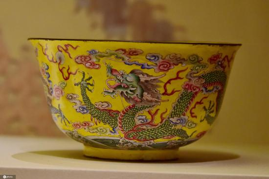 Qing Dynasty court treasures exhibited in National Museum of China