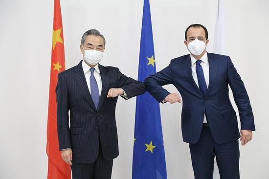 中国承诺在COVID-19战斗中向塞浦路斯提供必要的帮助