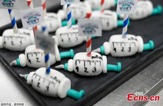 German baker makes vaccination syringe-shaped cakes
