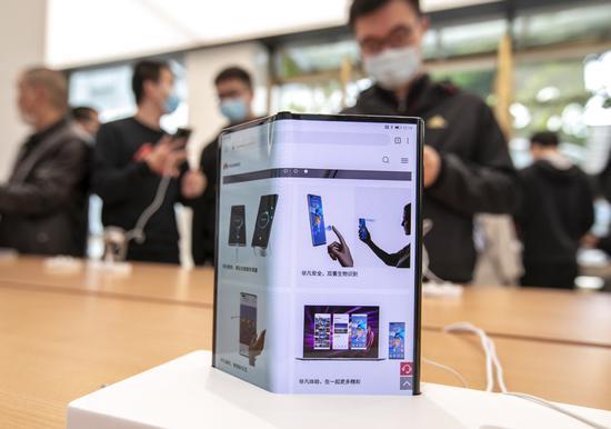 Foldables make smartphones sizzle
