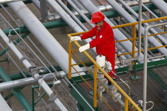 China's largest natural gas base ramps up production amid cold wave