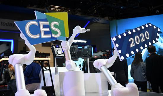 2020年1月9日在美国拉斯维加斯举行的2020消费电子展(CES)期间,机械臂与音乐一起运动。(新华社/吴小玲)