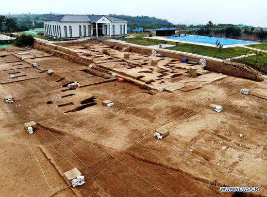 Aerial photo taken on Aug. 27, 2019 shows the Shuanghuaishu site in Heluo Township of Gongyi, central China's Henan Province. China has uncovered its hitherto earliest palace in central China's Henan Province, extending China's history of constructing palaces by about 1,000 years. (Xinhua/Li An)