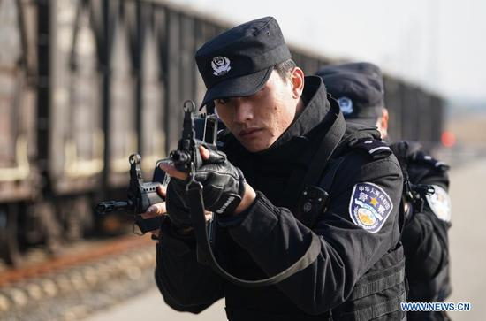 Joint railroad police emergency drill held at freight hub in Nanjing
