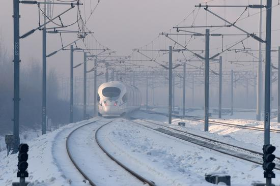 A high-speed train pulls out of the Harbin West Station, which is along the railway linking Beijing and Harbin, capital city of northeastern province of Heilongjiang, Jan.22, 2021. (Xinhua/Wang Jianwei)