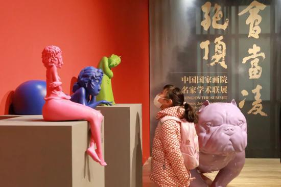 国家的主要艺术家在北京展览中成为焦点