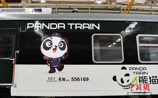 看看中国西南地区以熊猫为主题的火车