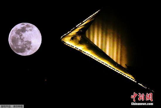 世界各地看到2021年的第一次满月