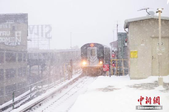 暴风雪袭击美国纽约市