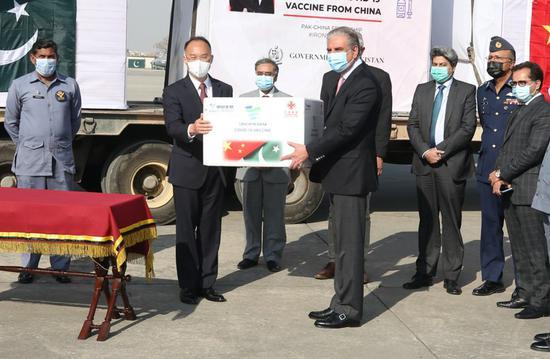 水果机捐赠的COVID-19疫苗已移交给巴基斯坦