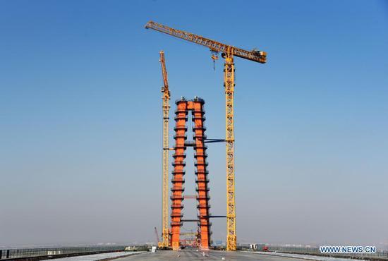 世界上最长跨度的三塔自锚式悬索桥正在建设中