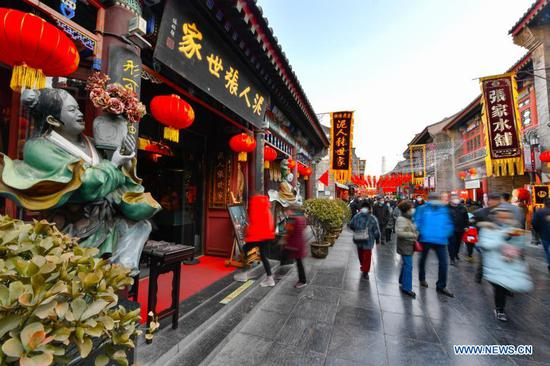 Ancient cultural street in Tianjin appeals to visitors