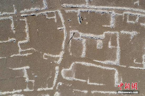 Drought reveals ancient village site at Jiaokou Reservoir in Ningbo