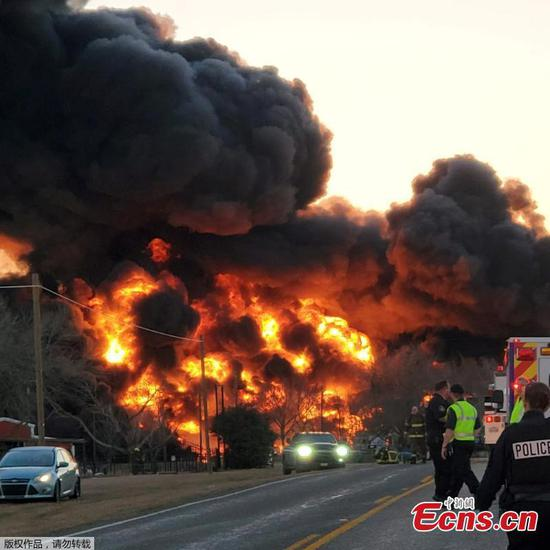 Train collides with trunk in Texas, causing large explosion
