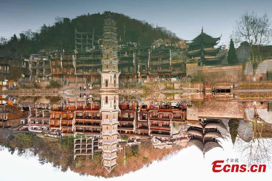 Zoom in on beautiful Fenghuang Town