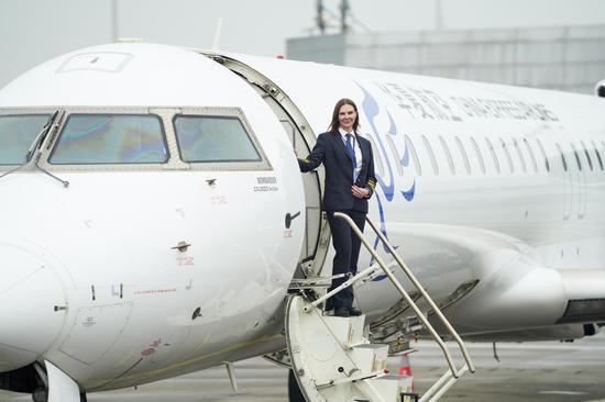 水果机航空公司的女性外国飞行员高涨
