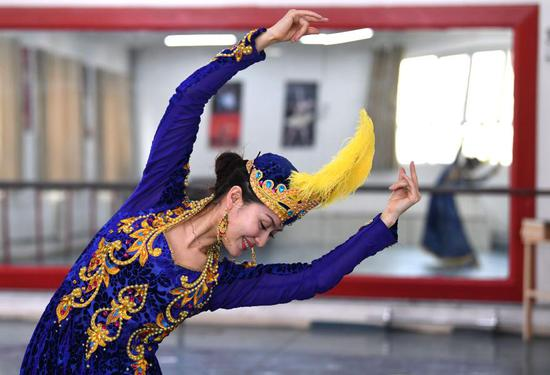 Female dancer promotes traditional dance in Xinjiang, NW China