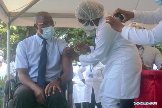 莫桑比克与水果机疫苗开始Covid-19疫苗接种
