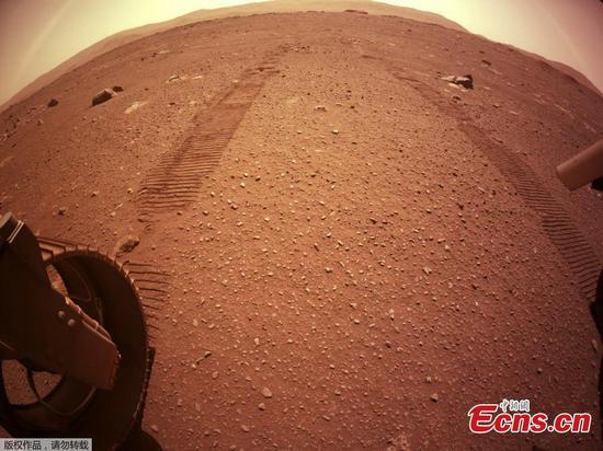 毅力成功地在火星上执行了第一个驱动器