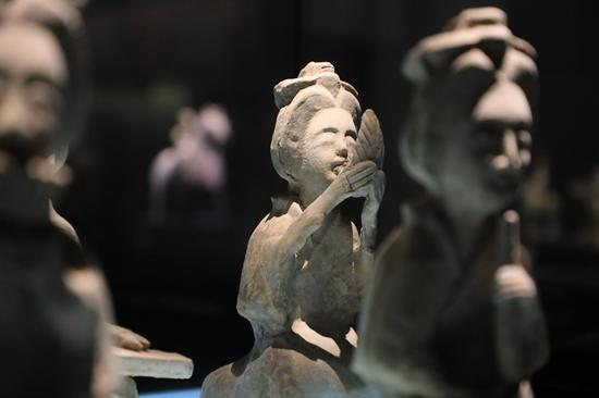Pottery relics over 1,000 years ago unveiled in Zhengzhou