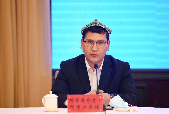 Abuduwaili Abulimiti, president of the Islamic Association of Shache county in Kashgar prefecture and the hajib of Aletun Mosque in Shache town, talks to the media on March 9. (Photo/Tianshannet)