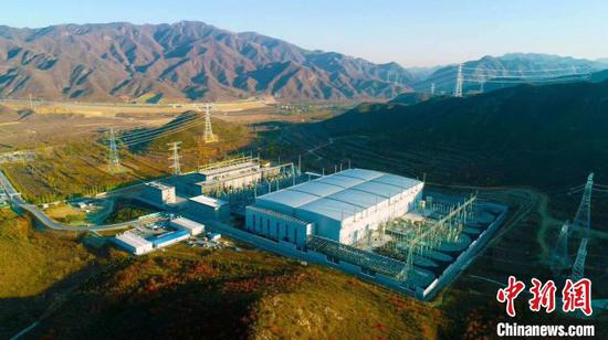 A file photo shows the completion of Zhangbei flexible direct current (DC) power grid test demonstration project in Zhangjiakou, Hebei Province. (Photo provided to China News Service)