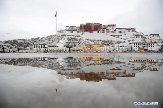 Snow scenery near Potala Palace in Lhasa