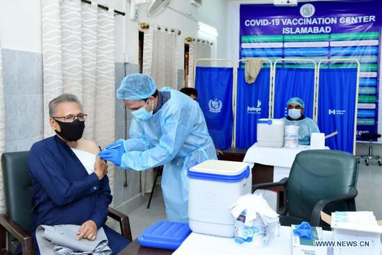 Pakistani president, wife inoculated with China's Sinopharm COVID-19 vaccine