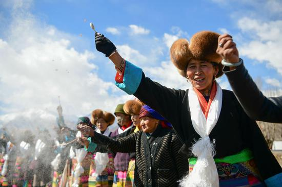 Villagers hold traditional spring plowing ceremony in Lhasa