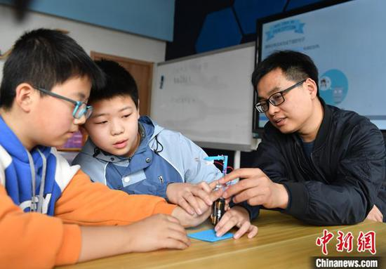 China halts disclosing exam scores, rankings at compulsory education stage