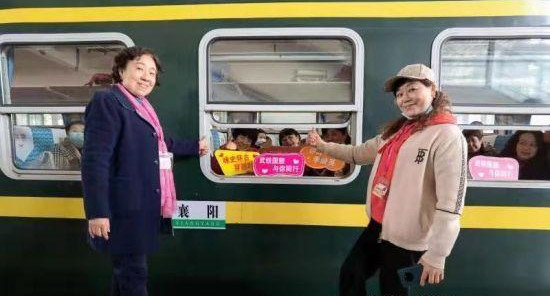 Wuhan launches 2021's first tourist train