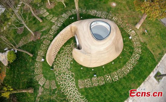 Comma-shaped 3D-printed book house unveiled in Shanghai