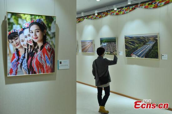 新疆主题的照片展览会在北京开放