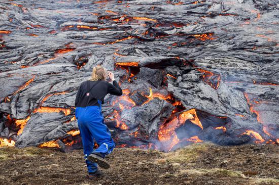 长期休眠火山在冰岛爆发