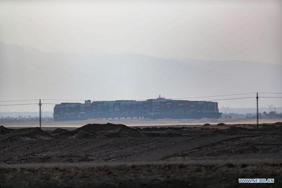 Suez Canal suspends traffic amid efforts to free grounded giant ship