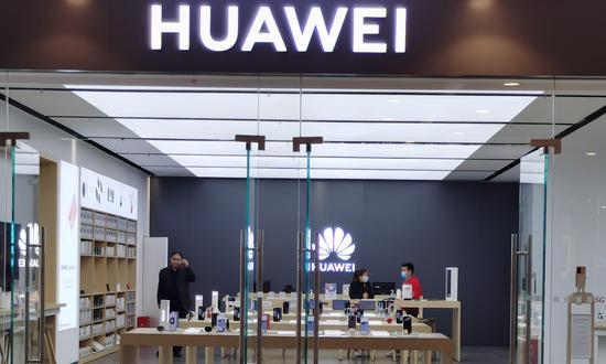 Huawei gains mobile payment license