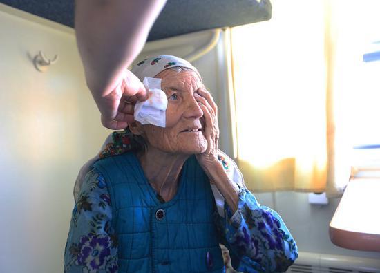 5G-based remote eye surgery benefits Xinjiang patients