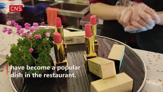 Hotpot restaurant in Chengdu offers edible 'lipstick'