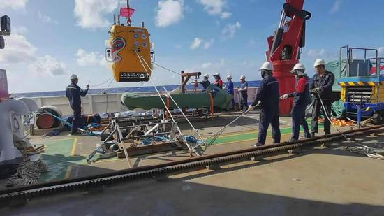 7,709 meters! China's Wukong AUV sets new diving record
