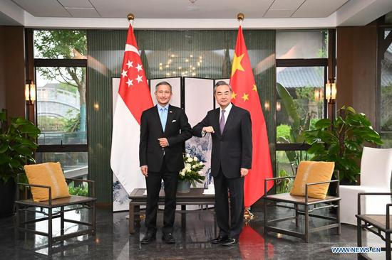 Chinese State Councilor and Foreign Minister Wang Yi (R) holds talks with his Singaporean counterpart Vivian Balakrishnan in Nanping City, southeast China's Fujian Province, March 31, 2021. (Xinhua/Li Xiang)