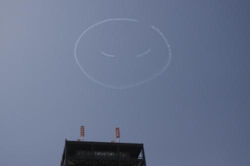 Japanese stunt pilot draws a smile over Tokyo