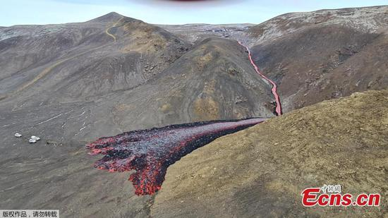 New crack with lava appears at Icelandic Volcano