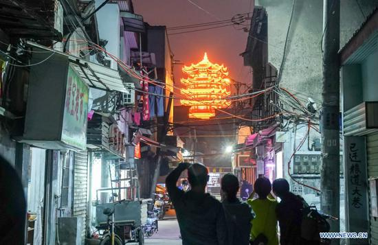 In pics: night life in Wuhan