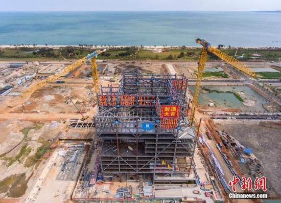 Aerial photo shows the construction site of Hainan International Energy Trading Center. (Photo: China News Service/Luo Yunfei)