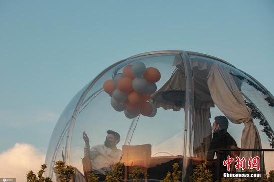 Turkish Restaurant installs plastic domes to encourage social distancing