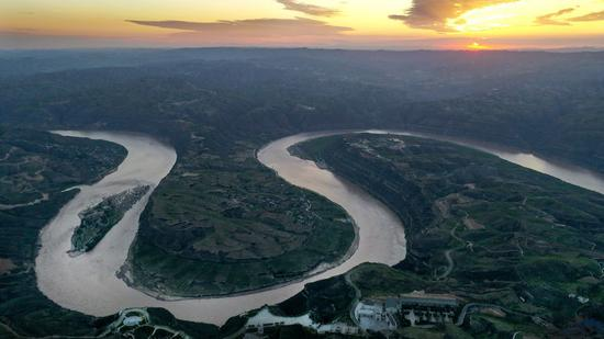 Aerial photo taken on Aug. 14, 2019 shows the Qiankunwan river bend along the Yellow River, China's second-longest waterway, on the border between Yanchuan County, northwest China's Shaanxi Province and Yonghe County, north China's Shanxi Province. (Xinhua/Tao Ming)
