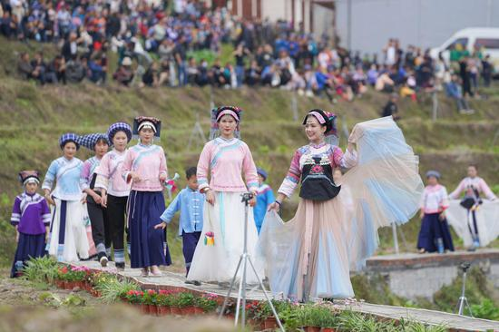 Bouyei people in Guizhou celebrate traditional festival 'San Yue San'