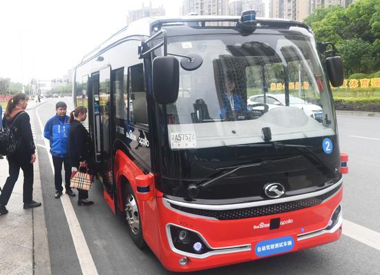 China's first autonomous bus line debuts